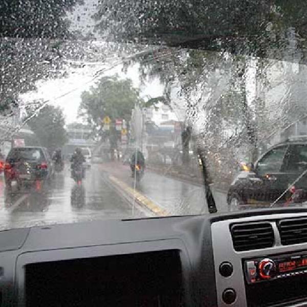 Musim Hujan Datang, Cek Kaca Depan Mobil Anda